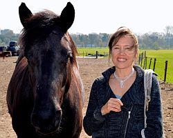 Josselien Janssens met haar paard Raya